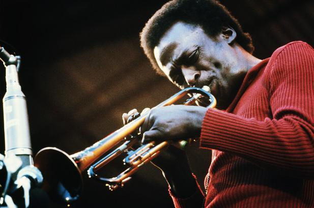 A arte divina de Miles Davis, uma redenção humana.