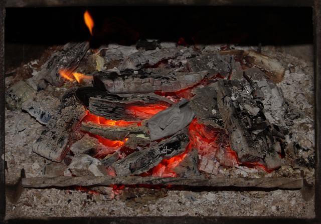 Cinzas continuam ainda queimando...