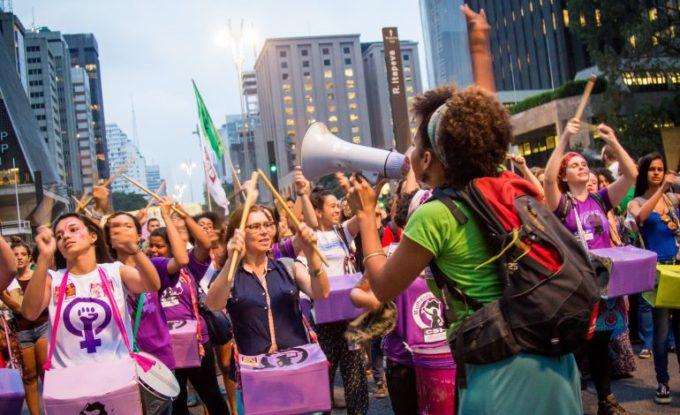 Uma nova vanguarda: jovens, mulheres e excluídos.