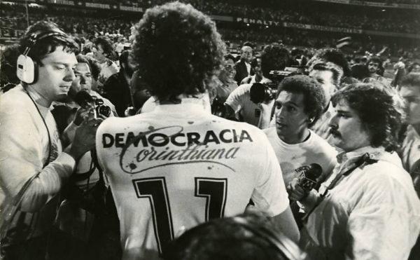 Adeus, Democracia.