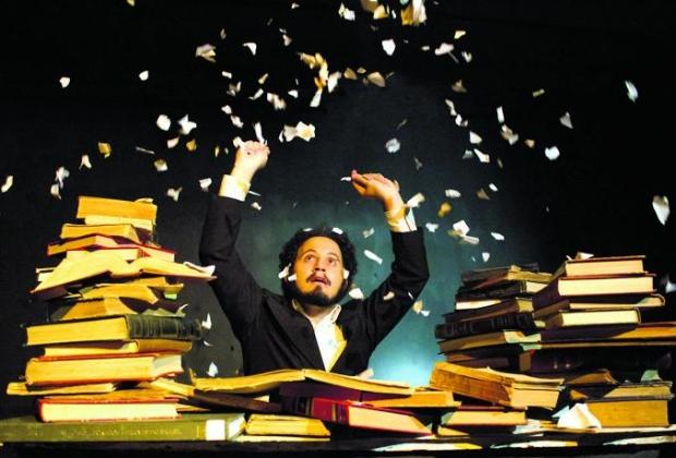 Neste tempo sombrio, melhor rasgar os livros e esperar passar.