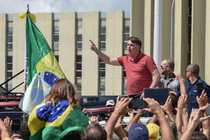 Bolsonaro prepara um Golpe Militar?